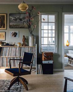 25 Elegant living room wall colors that match furniture Scandinavian House, Scandinavian Interiors, Classic Decor, Mid-century Modern, Vintage Interiors, Interior Modern, Color Interior, Vintage Interior Design, Studio Interior