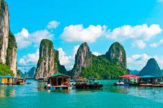 Casas flutuantes em Halong Bay; um dos cartões-postais do Vietnã