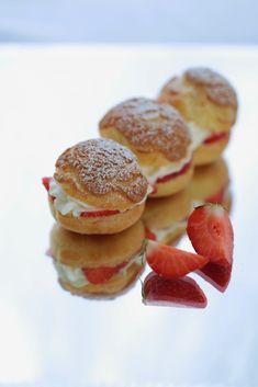 Eclairs croustillants aux fraises chantilly à la citronnelle | On dine chez Nanou