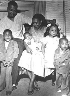 Alfred Daniel Williams King (July 1930 - July and family. He was the younger brother of Martin Luther King Jr., the famed leader of the American civil rights movement. Was a Baptist minister and a civil rights activist. Martin Luther King Family, American System, Coretta Scott King, Civil Rights Activists, History Education, Black History Facts, African American History, Native American, Civil Rights Movement