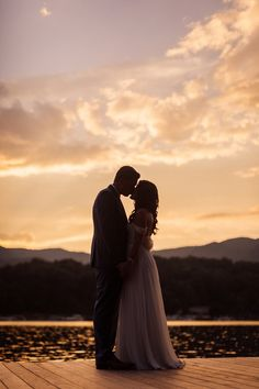 22 Impossibly Romantic Sunset Wedding Photos