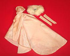 "Vintage Barbie 1960-63 ""Enchanted Evening""  #983 de Trekenstreasures en Etsy https://www.etsy.com/es/listing/232914855/vintage-barbie-1960-63-enchanted-evening"