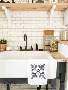 35 Awesome Diy Laundry Room Makeover With Farmhouse Style Ideas. If you are looking for Diy Laundry Room Makeover With Farmhouse Style Ideas, You come to the right place. Below are the Diy Laundry Ro. Farmhouse Bathroom Sink, Laundry Room Sink, Farmhouse Laundry Room, Laundry Room Design, Farmhouse Style Kitchen, Laundry Rooms, Farmhouse Ideas, Farmhouse Decor, French Farmhouse