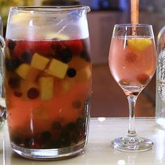 Sangria Well - Suited For Stifling Summer Days Frozen Pineapple, Frozen Fruit, Frozen Strawberries, Raspberries, White Wine Cocktail, White Wine Sangria, Red Wine, Fall Sangria, Sangria Cocktail