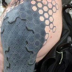 tatouage 3d imporessionnant sur épaule
