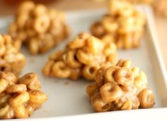 Peanut Butter Breakfast Bites von Six Sisters 'Stuff - snacks easy - Babynahrung Breakfast Bites, Make Ahead Breakfast, Breakfast Recipes, Paleo Breakfast, School Breakfast, Baby Food Recipes, Snack Recipes, Dessert Recipes, Cooking Recipes