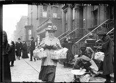 §§§ : Taking Home Salvation Army Christmas Dinner : 1908 New York Christmas, Christmas Past, Christmas Shopping, Christmas Dinners, Rare Photos, Vintage Photos, Vintage Photographs, Origin Of Black Friday, New York City December