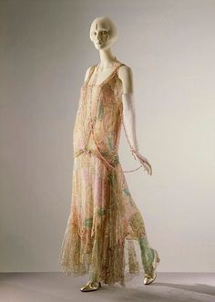 Callot Soeurs Dress - c. 1922 - by Callot Soeurs, Paris, France - Printed silk voile embroidered with sequins and glass bugle beads, and trimmed with lace - Victoria and Albert Museum - Mlle by vivian Style Année 20, Looks Style, Looks Cool, Mode Style, Vintage Outfits, Vintage Gowns, Vintage Mode, Vintage Fashion, Classic Fashion