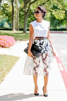 Gorgeous summer hour glass whites look sleeveless t shirt, Midi skirt sheer, ladylike, monochrome, natural hair Classy Outfits, Cute Outfits, Summer Outfits, Geometric Fashion, Spring Summer Fashion, Fashion Outfits, Fashion Tips, Street Style, Style Inspiration