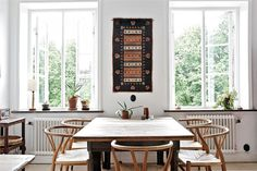 windows + wishbone chairs | La maison d'Anna G.: Style mix