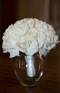 White wedding bouquet for bridesmaids // @Ruche Boutique #dreamwedding #ruchebridal