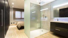 Tabiques traslúcidos en plato de ducha (de Estudio de Arquitectura e Interiorismo)