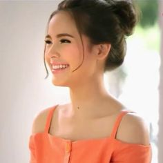 "❤""Yaya Urassaya""❤🍀💋🌿🌷🌻 Its not just because of her beauty but i think because of her down-to-earth attitude First girl crush ever Asian Woman, Asian Girl, Heart Evangelista, Le Jolie, First Girl, Girl Crushes, Asian Beauty, Character Inspiration, Beautiful Women"
