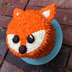Fox smash cake Smash Cake First Birthday, Simple First Birthday, Baby Girl First Birthday, Birthday Bash, First Birthday Parties, Birthday Ideas, Fox Party, Animal Party, Fox Habitat