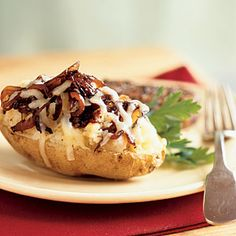 Caramelized Onion-Stuffed Baked Potato - Baking the potato in the microwave makes this dish a snap to prepare. Fontina, mozzarella, or even Parmesan would work in this dish. Serve with filet mignon or flank steak. Toaster Oven Cooking, Toaster Oven Recipes, Toaster Ovens, Easy Microwave Recipes, Microwave Meals, Baked Potato Recipes, Bacon Potato, Veggie Recipes, Sweet Potato
