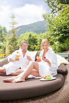 The rooms of the Sportresidenz Zillertal with a view of the Zillertal mountains and the Hochzillertal ski region Enjoying The Sun, Austria, Skiing, Golf Courses, Boutique, Couple Photos, Nature, Sports, Ski