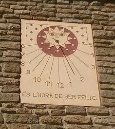 Rellotge de sol a Folgueroles. Osona. És l'hora de ser feliç.