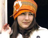 Ähnliche Artikel wie RESERVED orange felt hat , made with orange and tangerine orange merino wool, Jenny auf Etsy
