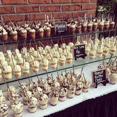 34 unique wedding food dessert table display ideas groe rustikale holz smores bar station smores s mores bar party station hochzeit s mores braten s Unique Wedding Food, Wedding Reception Food, Wedding Desserts, Wedding Catering, Mini Desserts, Dessert Recipes, Trendy Wedding, Wedding Ideas, Wedding Week
