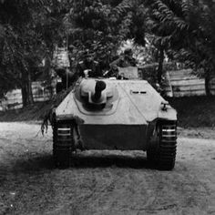 Jagdpanzer Hetzer Ww2 Pictures, Ww2 Photos, Us Military Branches, Ww1 Tanks, Self Propelled Artillery, Panzer Iv, Rolling Thunder, Military Armor, Tank Destroyer