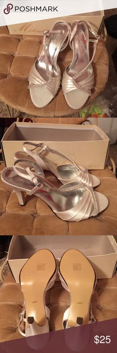 Beautiful new Michaelangelo wedding shoes. Gorgeous silver hills with silver rhinestone's. From David's Bridal. They never got worn. Beautiful shoes! David's Bridal Shoes Heels