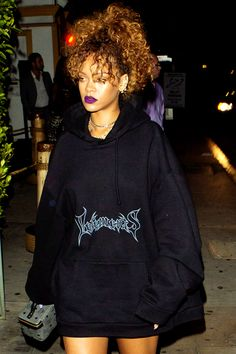 Rihanna arriving to Giorgio Baldi restaurant in Los Angeles (Aug.22)