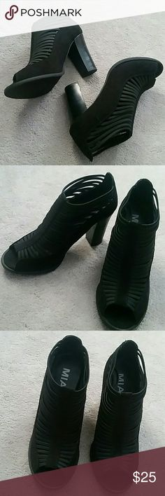 """NWOB Mia Shellie Black Peep Toe Bootie sz 6 Brand new, no box from a smoke and pet free home  Faux leather w canvas Caged front (has some stretch) slip on bootie w peep toe and a 3.5"""" heel Mia Shoes Ankle Boots & Booties"""