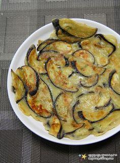 아이들도 잘 먹는 맛있는 가지요리 '가지전 만드는 법' Korean Side Dishes, K Food, Cooking Recipes, Healthy Recipes, Home Baking, Greens Recipe, Korean Food, Food Design, Food Plating