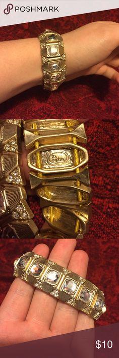 Gold Lia Sophia Bracelet Like new Lia Sophia Bracelet! Perfect for the holidays! Lia Sophia Jewelry Bracelets