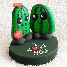 12 very creative stone painting ideas Stone Crafts, Rock Crafts, Diy Crafts To Sell, Crafts For Kids, Arts And Crafts, Cactus Painting, Pebble Painting, Pebble Art, Stone Painting