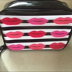 Macy's Cosmetic Bag XL. NWT Macy's Cosmetic Bag/Case Macy's Makeup Brushes & Tools