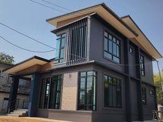 บ้าน 2 ชั้น สไตล์โมเดิร์น ขนาด 3 ห้องนอน โทนสีเท่าเข้ม ราคา 2.2 ล้าน - บ้านถูกดี Loft Interior Design, Interior Exterior, Exterior Design, Beautiful House Plans, Beautiful Homes, Modern House Philippines, 2 Storey House Design, Loft Interiors, Design Your Home