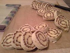 KARAMEL oblatna Torte Recepti, Kolaci I Torte, Cake Roll Recipes, Croatian Recipes, Mini Desserts, Rolls Recipe, Mini Cakes, Food Videos, Low Carb Recipes