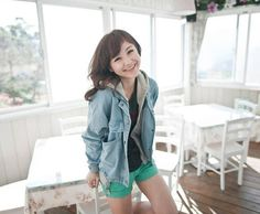 Casual Denim Jacket Style with Casual Hooded Vest