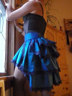 Burlesque Bustle Skirt  •  Free tutorial with pictures on how to make a bustle skirt in 12 steps