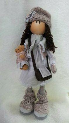 Muñeca de goma eva y tela