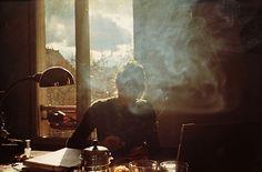 Dans les volutes de fumée et les vapeurs d'un café, échanger, chercher et trouver l'Autre...