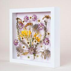Auf folgende Seite erkennen Sie, wie kann man ganz einfach und schnell solche wunderschöne Bilder mit Blumen selber basteln.