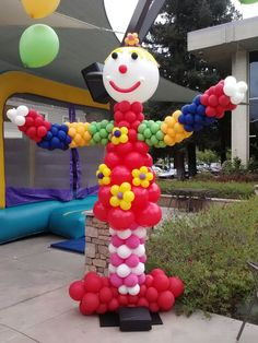 Everyone loves the circus, clowns and carnivals, and cool balloons are just part of the fun!  www.partyfiestadecor.com
