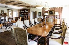 Have Prince Harry and Meghan Markle bought Mel Gibson's Malibu mansion? Malibu Mansion, Malibu Homes, Gibson Home, Mel Gibson, Traditional Bathtubs, Stone Archway, Old Mansions, Wooden Dining Tables, Celebrity Houses