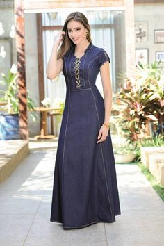 A maxi jean dress, this is different. Not sure about the front ties thou Mode Abaya, Mode Hijab, Beautiful Dresses, Nice Dresses, Casual Dresses, Modest Outfits, Modest Fashion, Denim Fashion, Fashion Outfits