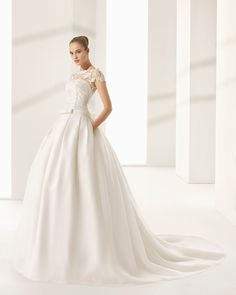 97c2b58e8fc Classic-style tailored wedding dress with matte cotton guipure lace bodice  and embroidered silk organza
