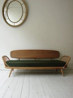 ⭐️ Latch at sofa back to form double bed 1950 ercol studio couch chair Ercol Furniture, Retro Furniture, Furniture Design, Ercol Sofa, Sofa Bench, Country Furniture, Furniture Storage, Country Decor, Sofa Design