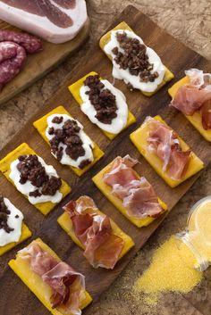 Avanza sempre un po' di #polenta e allora che fare? Io l'ho abbrustolita e l'ho condita, trasformandola in sfiziosissimi #crostini!