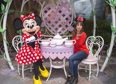 Pin for Later: Lea Michele Has a Sweet Day at Disneyland With Matthew Paetz — and Minnie Mouse!