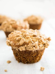 Banana Muffins w/ Cinnamon Streusel. Banana Muffins with Cinnamon Streusel These big bakery-style muffins are perfect for breakfast! Simple Muffin Recipe, Healthy Muffin Recipes, Banana Recipes, Coconut Recipes, Healthy Muffins, Banana Crumb Muffins, Coconut Muffins, Banana Bread, Raspberry Muffins