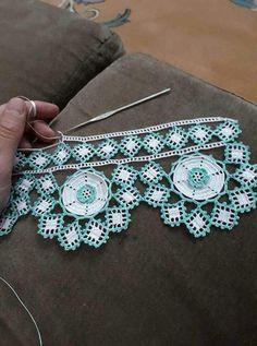 The Essential Dowry 35 Crochet Towel Samples - Kolyeler Zig Zag Crochet, Crochet Boarders, Crochet Doily Rug, Crochet Towel, Crochet Lace Edging, Crochet Curtains, Irish Crochet, Crochet Stitches, Knit Crochet