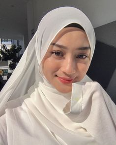 Stylish Hijab, Casual Hijab Outfit, Hijab Chic, Beautiful Hijab Girl, Beautiful Muslim Women, Beautiful Asian Girls, Face Photography, Photography Poses Women, Arab Girls