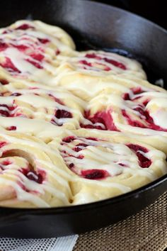 Soft, buttery rolls spread with a cream cheese mixture and stuffed with juicy raspberries. These Raspberry Cream Cheese Sweet Rolls make a special treat. These raspberry sweet rolls were a favorite with everyone at Easter this past weekend. Mini Desserts, Just Desserts, Delicious Desserts, Dessert Recipes, Yummy Food, Breakfast Recipes, Buttery Rolls, Sweet Roll Recipe, Best Cinnamon Rolls
