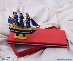 Gemi Maketi Tasarım Kutu  13x8x3,5cm Ölçülerinde dokulu kağıt sıvama kutu  11x10 cm Ahşap gemi maketi  Satın almak için www.atolyemira.com adresiniz ziyaret edebilirsiniz.